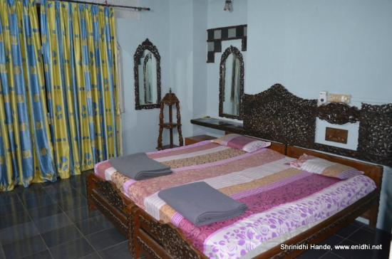 Templeview : Spacious bed