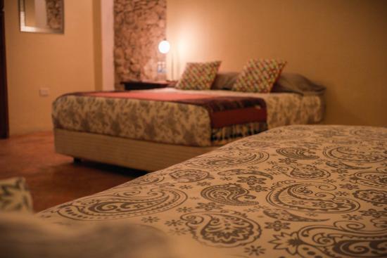 Hotel Casa Carmita: Dos Camas: Una Queen Size y otra individual