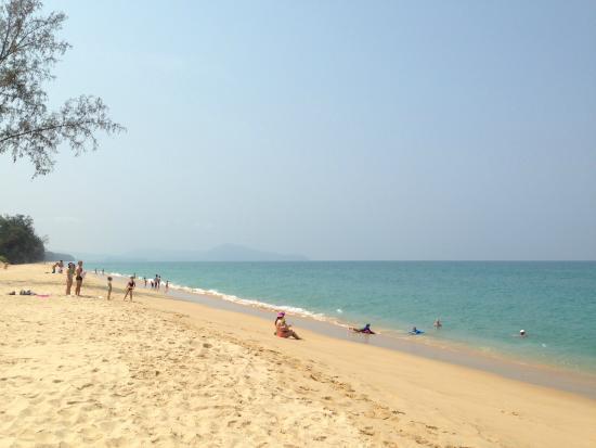 Anantara Vacation Club Mai Khao Phuket: ホテルから徒歩10分程のマイカオビーチ