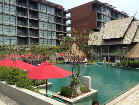 Mai Khao, Tailandia: ホテル棟とプール