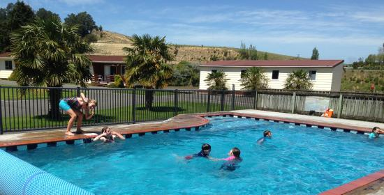 Whanganui River Top 10 Holiday Park: Heated Outdoor Swimming Pool