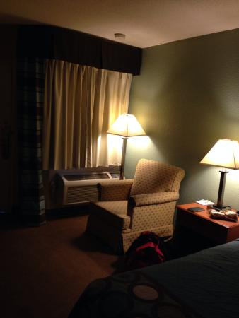 Super 8 Raleigh : King room
