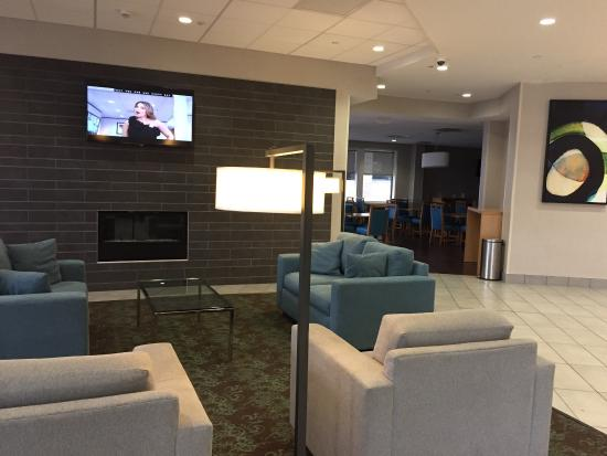 Holiday Inn Express Hotel & Suites Stamford: Lobby