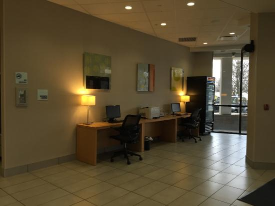 Holiday Inn Express Hotel & Suites Stamford: Computers