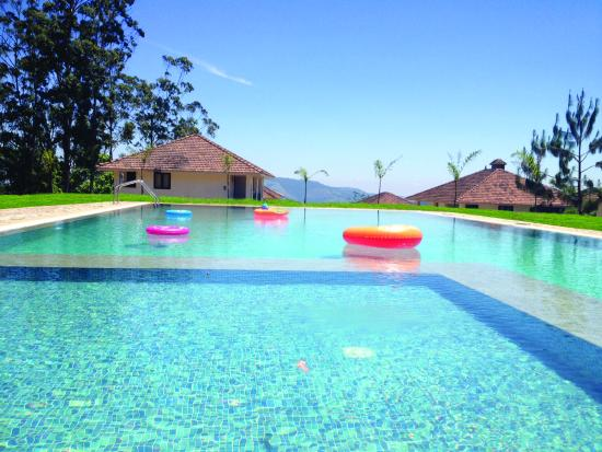 Ayur County Resorts: swimming pool