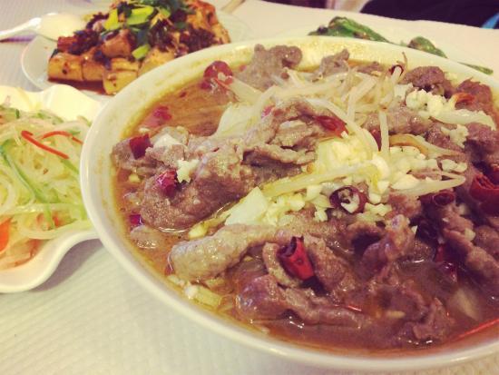 水煮牛肉好吃!very yum spicy Sichuan beef!