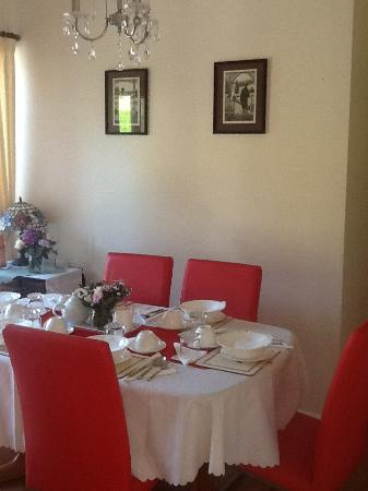 Bluebell Bed and Breakfast: Dining Room