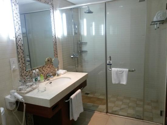 Huabin International Hotel: Общее фото ванной