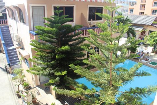 Ban Tyrol : Бассейн, вид с балкона