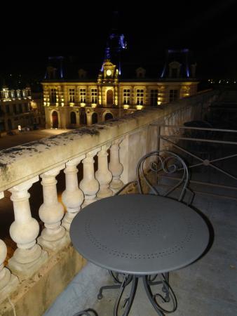 Hotel Central: petit balcon de la chambre et vue depuis ce dernier