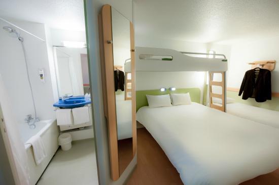Chambre standard avec salle de bain photo de hotel ibis budget vannes ploeren ploeren - Chambre hotel ibis budget ...