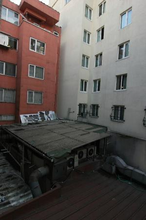 Istanbul Royal Hotel: The view from the window.