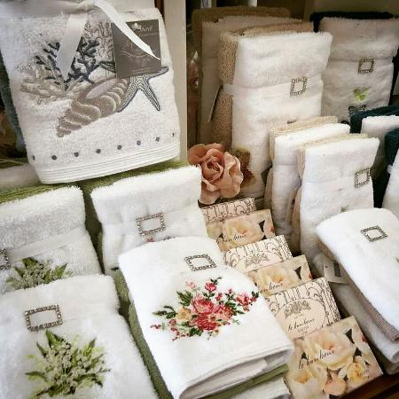 White Lily Home and Gift: Hand and Face Cloths