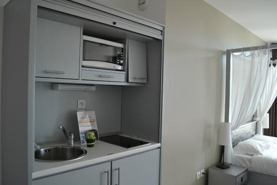 Adonis Carry le Rouet Residence Adriana: Kitchenette