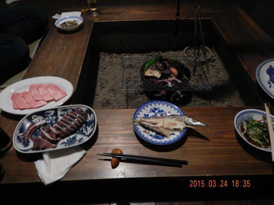 Hinoie: 備長炭で焼く食事