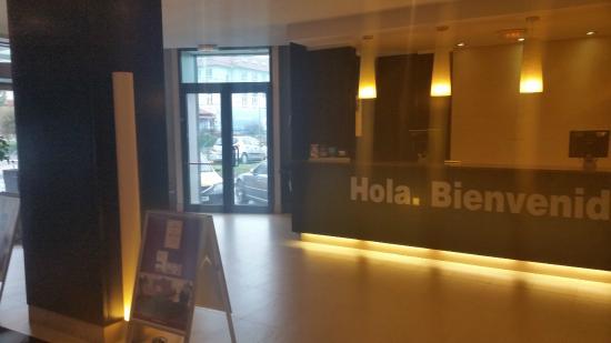 NH Bucharest: Enterance & Reception desk