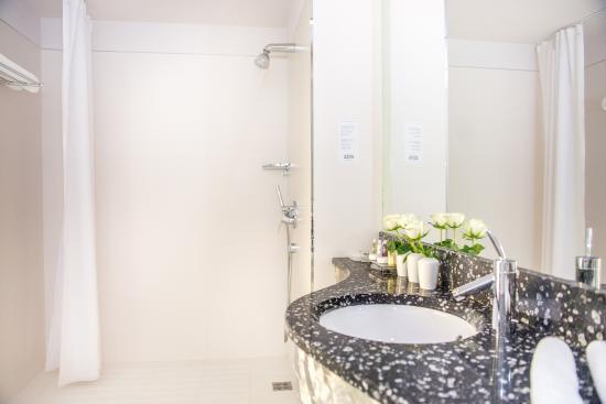 Zira Hotel : Bathroom