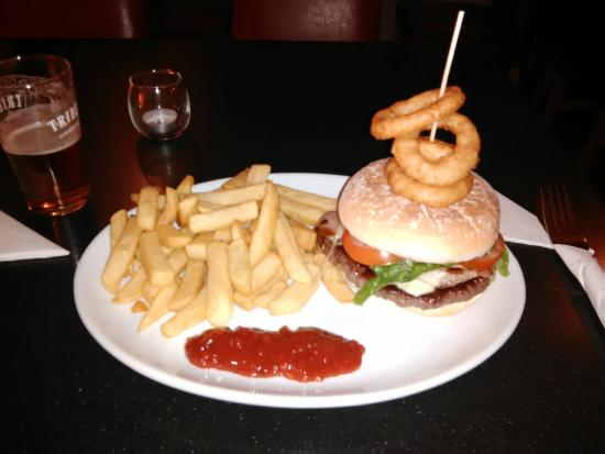 Rock House Hotel: The burger