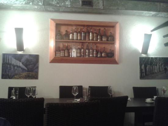 La vetrina con le bottiglie di Whisky alla parete - Foto di Toddy \'s ...