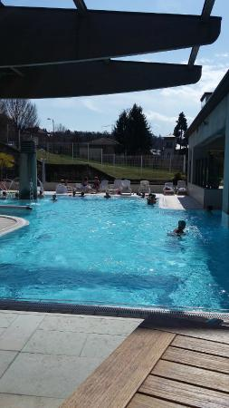Piscine ext rieure picture of valvital thermes for Tarif piscine aix les bains