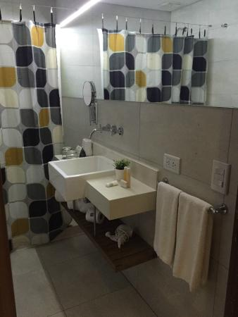 Howard Johnson Inn Palermo: baño limpio y nuevo