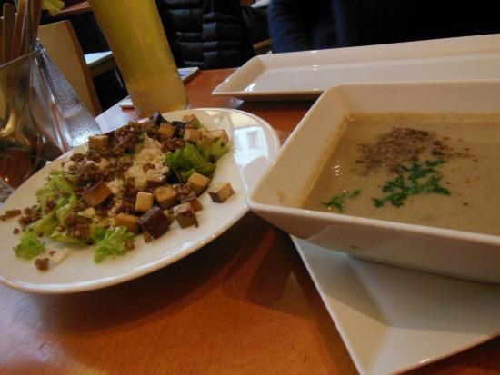 Restaurant Wrenkh : 燻製豆腐のサラダと本日のスープ