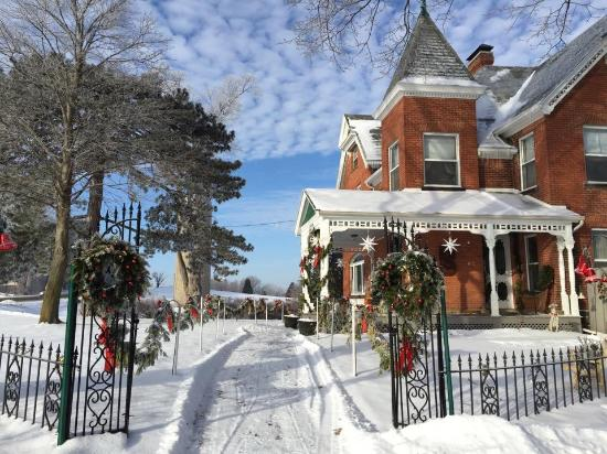 Brickhouse of Somerset Bed and Breakfast: Winter beauty