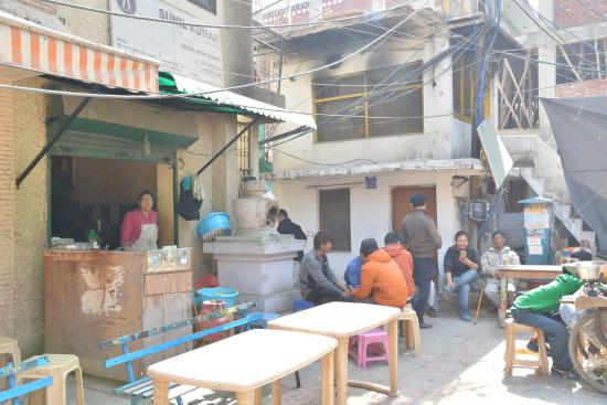 Majnu ka Tilla: 西藏人經營的小餐廳