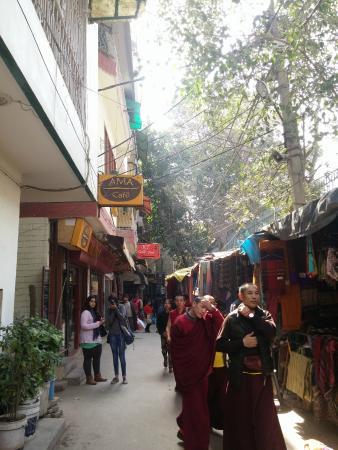 Majnu ka Tilla: 西藏村的巷子