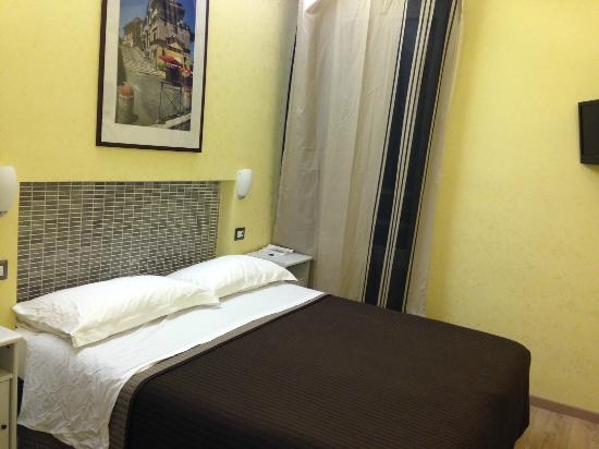 "Nice, clean ""Garbatella"" room in ""HQH Colosseo"""