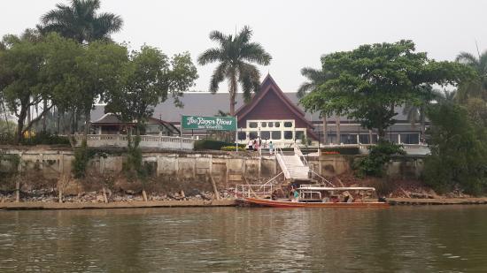 Wiang Indra Riverside Resort: Arrivée par la rivière