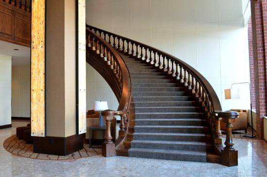 The Lincoln Marriott Cornhusker Hotel : Grand Staircase