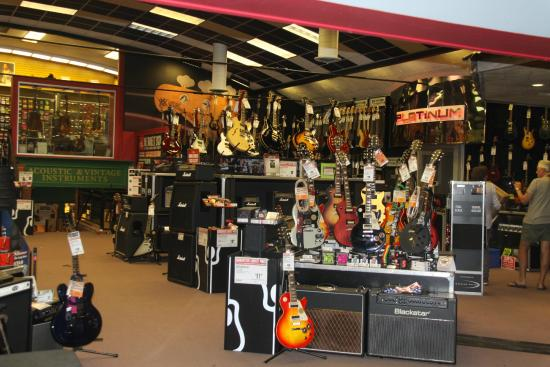 guitar center dentro picture of guitar center los angeles tripadvisor. Black Bedroom Furniture Sets. Home Design Ideas