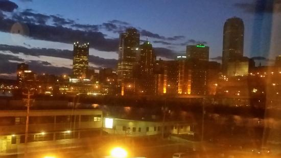 Holiday Inn Express & Suites Pittsburgh-South Side: View at night from room #425