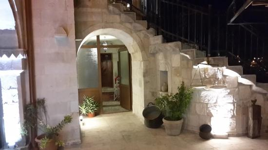 Coco Cave Hotel & Pension: hotel view at night