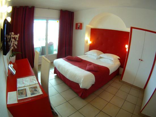 Hotel Les Amphores : Chambre rouge