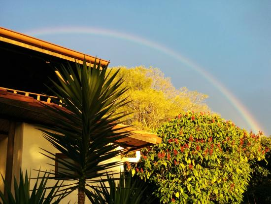 Finca Vibran Bed and Breakfast: Rainbow after sunshowers