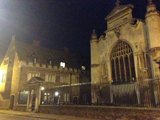 Peterhouse Cambridge: One more of Peterhouse by night