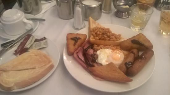 Melville Hotel : mmmm seans full english i swapped my black pudding with my partner for her sausage lol