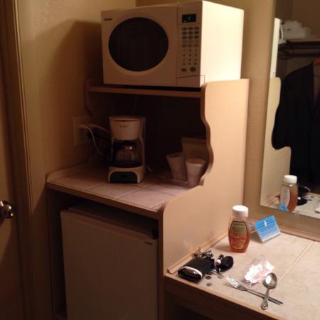 Sand's Inn Park Terrace : Microwave, coffee maker, mini-fridge