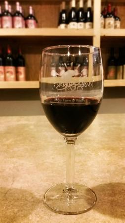 Hill Top Berry Farm & Winery: Black BerryDelight Wine at the Tasting Room