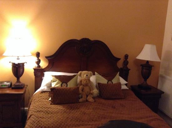 Ellingham House: Bed and teddies!
