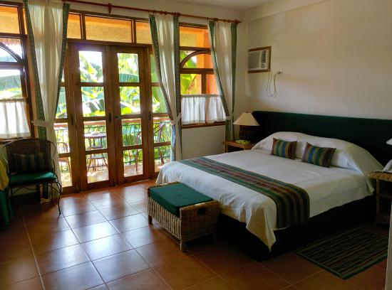 Coco Grove Beach Resort: Deluxe room - Casa Coco