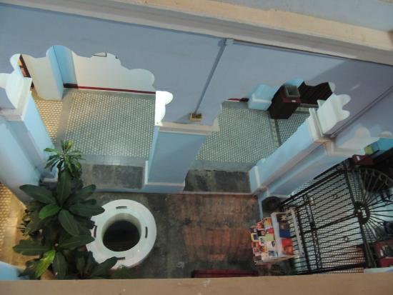 Vista del patio desde la parte de arriba de la casa for Casa de los azulejos historia