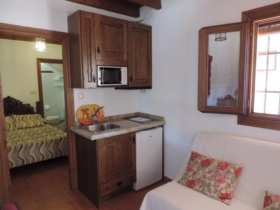 Aljibe del Albayzin: Salón con Cocina