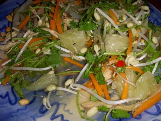 Moon Restaurant & Lounge: pomello salad