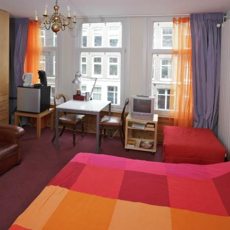 Amsterdam Apartments Alexanders: First Floor One Bedroom Apartment, Front  Room