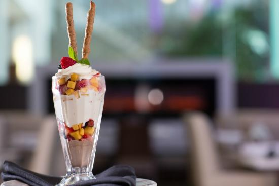 Executive Plaza Hotel Coquitlam: Ice cream parfait