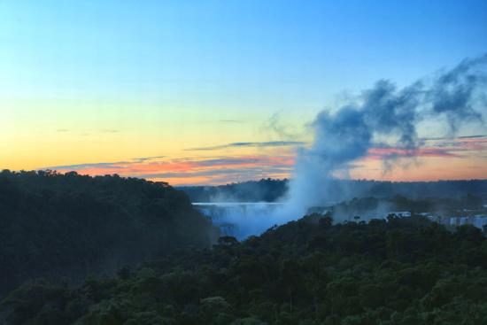 Cataratas del Iguazú: Sunrise over the Falls