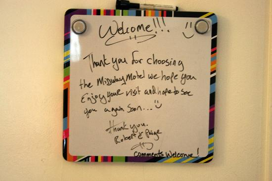Midway Motel : Friendly whiteboard in every room
